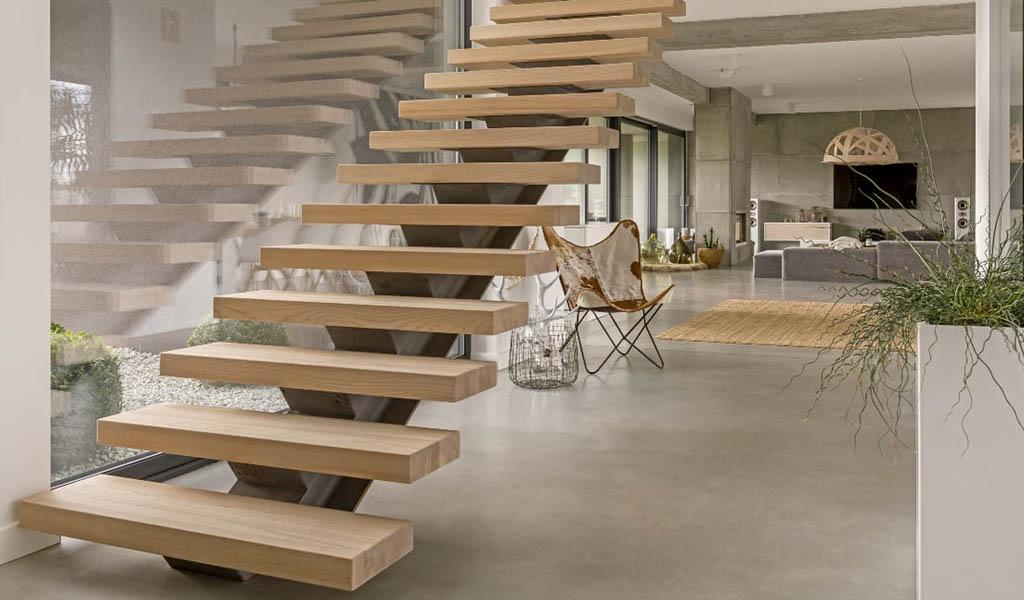 Jakie drewno wybrać na schody? Dąb, jesion, buk, sosna czy brzoza?